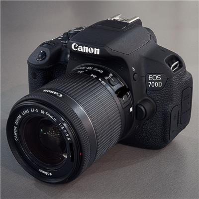 Canon Eos 700D 18-55mm III DC Lens KİT DSLR Fotoğraf Makinası
